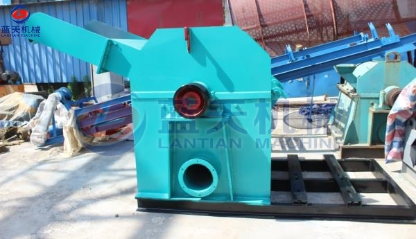 Sawdust Crushing Machine